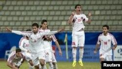 Des joueurs syriens celebrent leur victoire en demie finale face au Barhein a Koweit -City en 2012. REUTERS/Tariq AlAli
