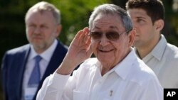 22일 쿠바 하바나에서 메드베데프 러시아 총리와의 회담 후 기자회견 중인 라울 카스트로 쿠바 국가평의회 의장