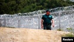 بلغاریہ اور ترکی کی سرحد پر تعینات ایک محافظ