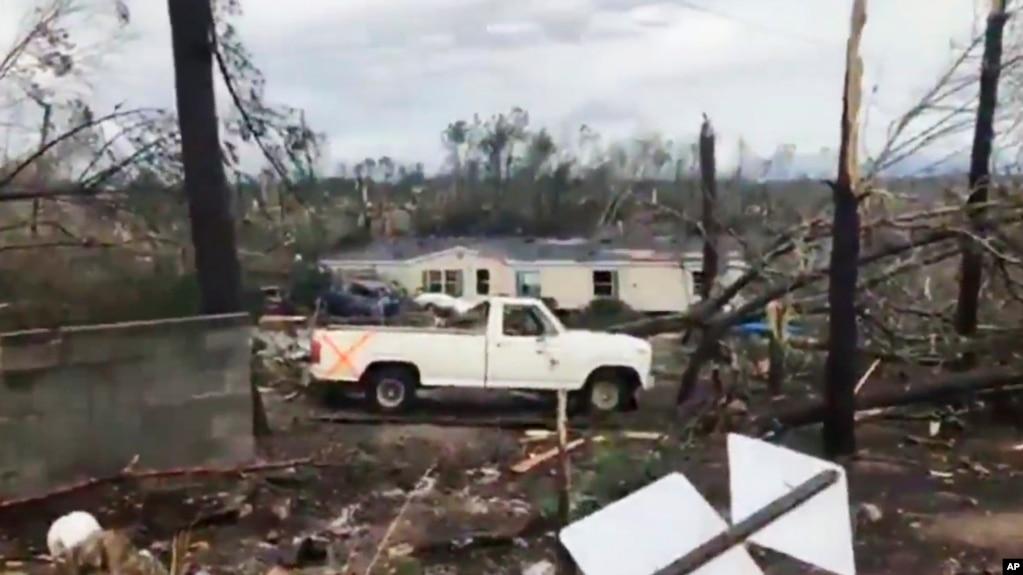 Tornado vdekjeprurëse në Alabama