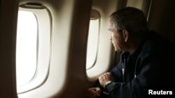 Фотография из серии известных снимков президента Буша-младшего на борту «Борта №1»
