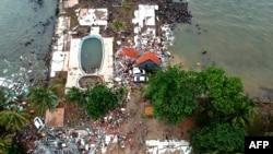 印尼万丹地区遭受海啸袭击的凯伊黛海滩