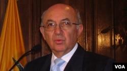 El embajador de Ecuador en Washigton, Luis Gallegos, fue declarado persona non grata por el gobierno de Estados Unidos.