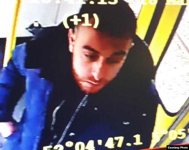 La policía holandesa busca a Gokmen Tanis (nacido en Turquía), de 37 años, que estaría vinculado al ataque en Utrecht, Holanda.