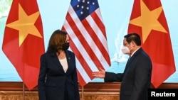 Phó Tổng thống Hoa Kỳ Kamala Harris hội kiến Thủ tướng Việt Nam Phạm Minh Chính, Hà Nội, ngày 25/8/2021.