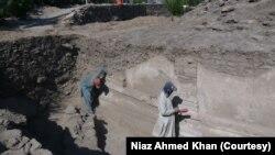 کھدائی کے دوران سکندر اعظم سے لے کر ہندو شاہی دور کے آثار دريافت ہوئے ہیں