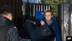 Momento da detenção de Alexei Navalny à saída da prisão, 24 de Setembro, 2018