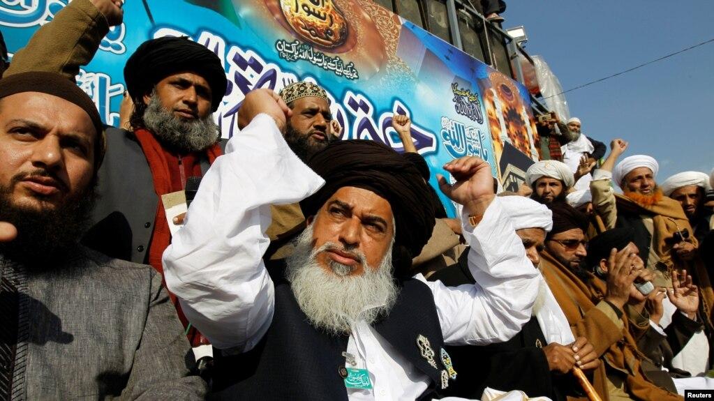تحریک کے بانی علامہ خادم حسین رضوی گزشتہ سال انتقال کر گئے تھے۔