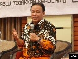 Ketua Bawaslu Abhan. (Foto: VOA/Rio Tuasikal)
