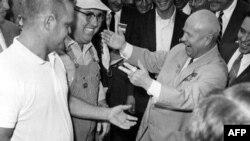 Хрущев приветствует фермеров в Айове в 1959 г.
