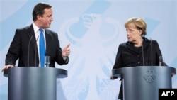 Britanski premijer Dejvid Kameron i nemačka kancelarka Angela Merkel na zajedničkoj konferenciji za novinare