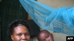 Hàng triệu gia đình tránh khỏi được bệnh sốt rét nhờ loại mùng được tẩm thuốc trừ muỗi