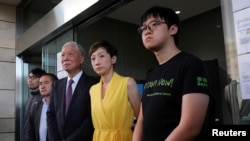 (L-R) Pro-democracy activists Chung Yiu-wa, Lee Wing-tat, Chu Yiu-ming, Tanya Chan and Cheung Sau-yin leave the court after getting their suspended sentence on their involvement in the Occupy Central, in Hong Kong, Apr. 24, 2019.