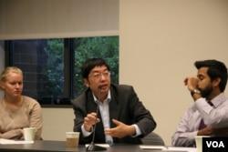 清华大学国际学系教授 李彬(美国之音记者 钟辰芳拍摄)