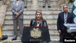 La presidenta interina de Bolivia, Jeanine Áñez, convocó a elecciones el miércoles,en un intento por contener la crisis política después de que se elevaran a ocho los muertos en la jornada más violenta registrada en La Paz.