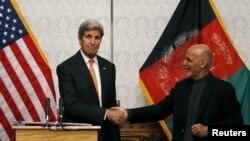 Джон Керрі і афганський президент Ашраф Гані на спільній прес-конференції в Кабулі