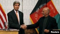 Kabil'de Afganistan Devlet Başkanı Eşref Gani'yle ortak bir basın açıklaması yapan ABD Dışişleri Bakanı Kerry, birçok konuyu ele aldıklarını söyledi.