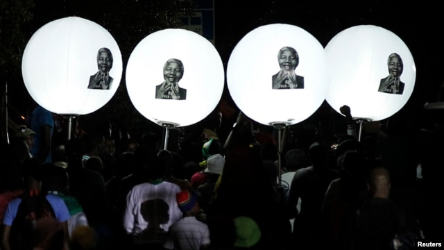 Balloons bearing a picture of former South African President Nelson Mandela are seen on Vilakazi Street in Soweto, where Mandela resided when he lived in the township, Dec. 7, 2013.