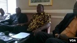 Victor Matemadanda, le secrétaire général de l'Association nationale des vétérans (ZNLWVA), vu ici sur cette photo non datée deuxième à partir de la droite