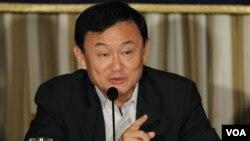 Mantan Perdana Menteri Thailand Thaksin Shinawatra berbicara kepada media di Tokyo, Jepang (23/8). Pihak oposisi menuduh pemerintah Thailand membantu Thaksin memperoleh visa ke Jepang.