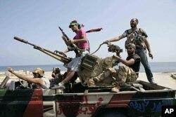 Des combattants du CNT, à Tripoli (26 août 2011)
