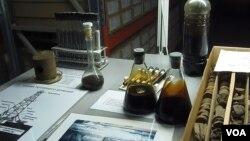 西伯利亚北部一家石油展览馆中陈列的俄罗斯西伯利亚石油样品