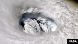 تصویر ماهواره از مرکز طوفان دوریان