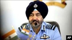 بھارتی فضائیہ کے سربراہ ایئر چیف مارشل بی ایس دھنووا (فائل فوٹو)