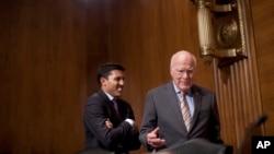 Senador Patrick Leahy, derecha, interroga al administrador de USAID, Rajiv Shah sobre el ZunZuneo.