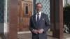 برایان هوک مقابل ساختمان سفارت سابق ایران در واشنگتن