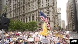反对建造清真寺的纽约市民示威