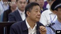 Ông Bạc Hy Lai trong phiên xử tại Tòa án Nhân dân ở Tế Nam, 26/8/13
