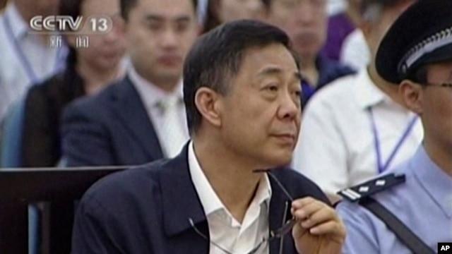 薄熙来在法庭上(资料照片)