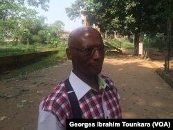 Le docteur Kané Samouka, dans le zoo d'Abidjan, en Côte d'Ivoire, le 20 janvier 2018. (VOA/Georges Ibrahim Tounkara)
