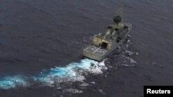 Tàu HMAS Perth của Hải quân Hoàng gia Australia hoạt động trong vùng biển Ấn Độ Dương.