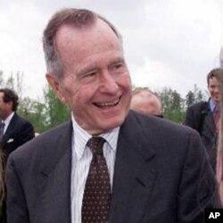 អតីតប្រធានាធិបតីសហរដ្ឋអាមេរិក George H.W. Bush ។