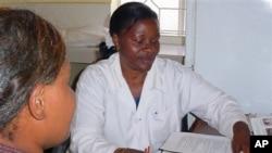 Daktari nchini Tanzania atoa ushauri kwa mtu anaeishi na virusi vya HIV/Ukimwi.