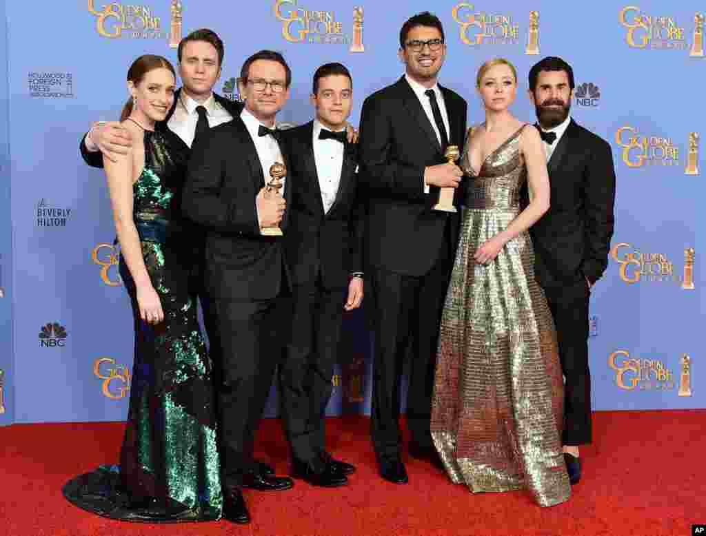 گولڈن گلوب ایوارڈ کی تقریب میںفلم کی دنیا سے وابستہ نامور شخصیات نے شرکت کی۔