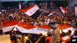 Başbakan Abadi'nin reformlarına destek veren Iraklılar