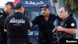 Des officiers de police à Sousse, Tunisie, 27 juin 2015.
