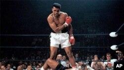 محمد علی قهرمان افسانه ای بوکس جهان بعد از یک دوره طولانی پارکینسون در سن ۷۴ سالگی و براثر نارسایی تنفسی درگذشت.