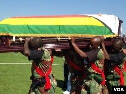 FILE: Amasotsha athwele isidumbu sikamuyi uDumiso Dabengwa ...