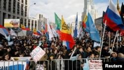 Warga melakukan unjuk rasa menentang pengawasan pemerintah yang makin ketat terhadap penggunaan internet dalam aksi di Moskow (foto: dok).