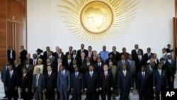 非洲國家領袖和聯合國秘書長潘基文在埃塞俄比亞首都亞的斯亞貝巴非洲聯盟會議舉行的會場合影。