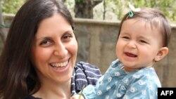 نازنین زاغری و دختر خردسالش در ایران توسط سپاه پاسداران بازداشت شدند. دختر او بعدا آزاد شد.