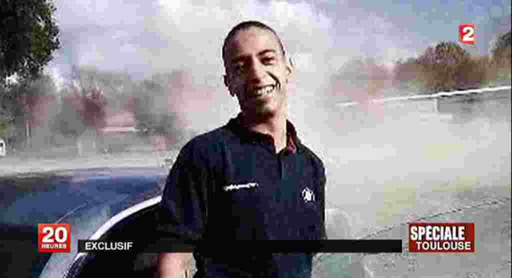 Foto Mohamed Merah yang ditampilkan oleh stasiun televisi France 2. Merah, pemuda berusia 23 tahun keturunan Aljazair ini, menjadi tersangka penembakan yang menewaskan tujuh orang, termasuk tiga di antaranya anak-anak, di Toulouse dan Mountauban.