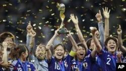 2011 여자 월드컵 우승 후 기뻐하는 일본 대표팀