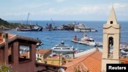 ພາບຕ່າງໆ ກ່ຽວກັບ ເຮືອນຳທ່ຽວ Costa Concordia.