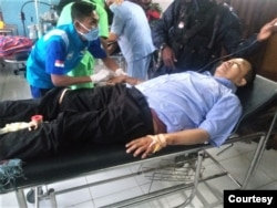 Dosen Universitas Gadjah Mada, Bambang Purwoko, menjalani perawatan akibat terkena tembakan (foto: courtesy).