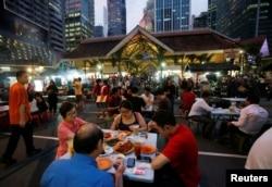 在新加坡的老巴剎美食中心(2016年7月29日)